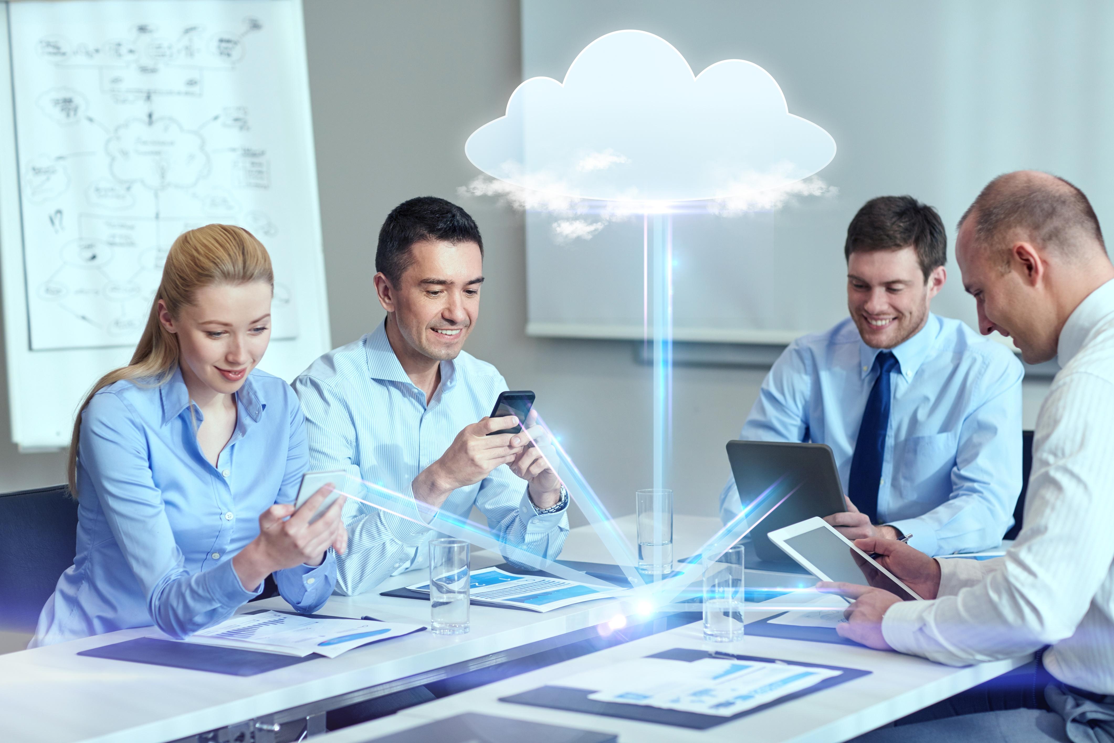 E_Q_cloud_menschen_team_meeting_vernetzt_adobestock_ID75766269_standardlizenz_keinablaufdatum